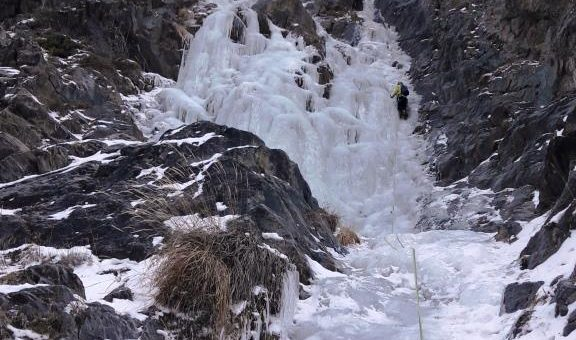 Cascade de Glace Caturgeas 250m 4 –  7 Décembre 2017